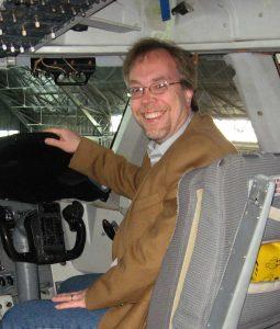 """I Förarsätet på SOFIA innan planet fick ny """"avionics"""" (Nåja, enligt min bror, som har flygcertificat, så är det andrepilotens säte till höger"""